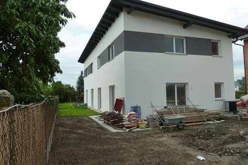 Linz: Pichling: Sehr schöne, moderne Doppelhaushälfte, schlüsselfertig, 5 Zimmer, ca. 130m² Wohnfläche, ca. 177m² Garten + 2 Autoabstellplätze