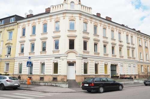 Entzückende helle DG-Wohnung, 47,5 m² WNFL, 2 Zimmer, Küche möbliert (ohne Ablöse), Straßenbahnnähe!
