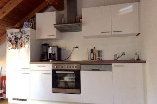 1-Zimmer Wohnung inkl. Küche und eigenem Parkplatz direkt vor dem Haus! TRAUN/ ST. MARTIN - Unterer Flözerweg