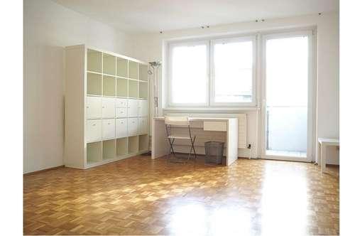 größzügige gepflegte 2 Zimmer Stadtwohnung mit Balkon im Andräviertel Salzburg Stadt