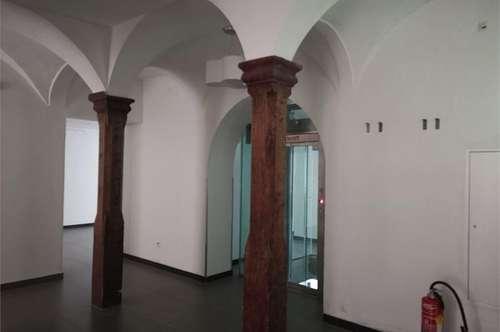 schönes großzügiges Geschäftslokal mitten in der Altstadt von Salzburg
