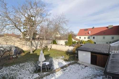 Ruhige 2-Zimmer-Wohnung im DG! Hofseitig mit 400m² Garten!