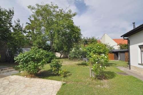 2-Zimmer-Wohnung im DG! Ruhig & hofseitig! 400m² Garten!