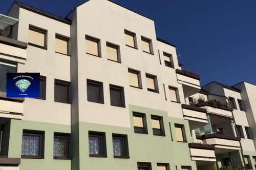 Gepflegte Wohnung im Dachgeschoss mit Balkon und Tiefgaragenplatz - 000842