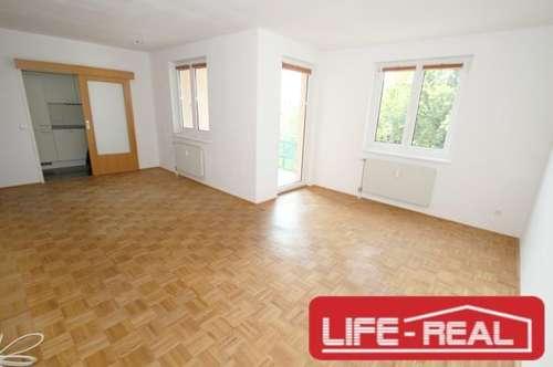 helle, freundliche, ruhig gelegene Vierzimmerwohnung mit Loggia