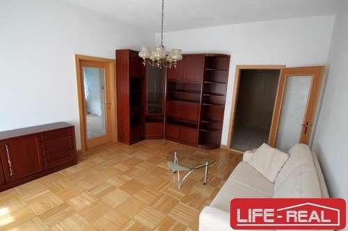 Helle Wohnung mit hohen Räumen in einer tollen Lage