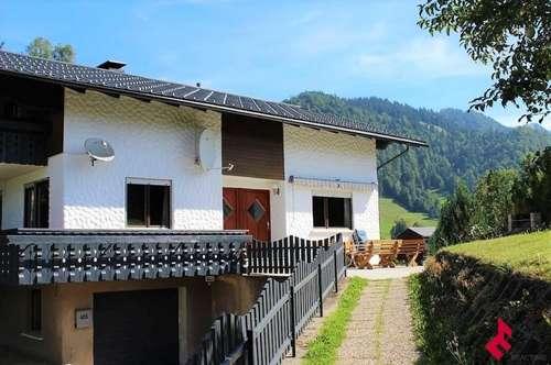 große 5-Zi.-Wohnung mit Balkon und Garten