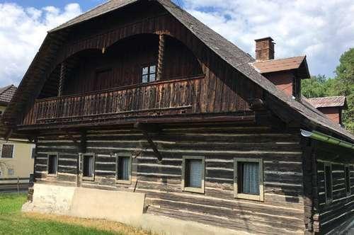 Renovierungsbedürftiges Bauerhaus mit mehreren Nebengebäuden zu verkaufen