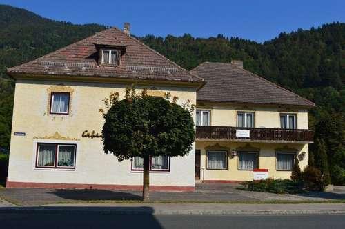 Großes Haus mit Wirtschaftsteil und sehr großen Grundstück in Sachsenburg zu verkaufen