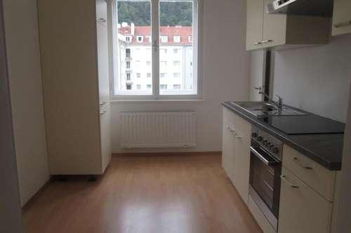 Helle 2-Zimmer-Wohnung mit Küchenblock in Bruck/Mur !