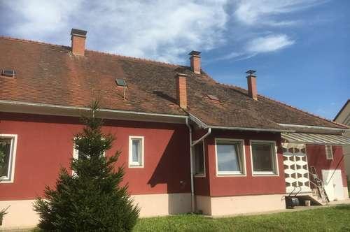 Historisches Stadthaus mit Gästehaus, Doppelgarage und Gewölbekeller
