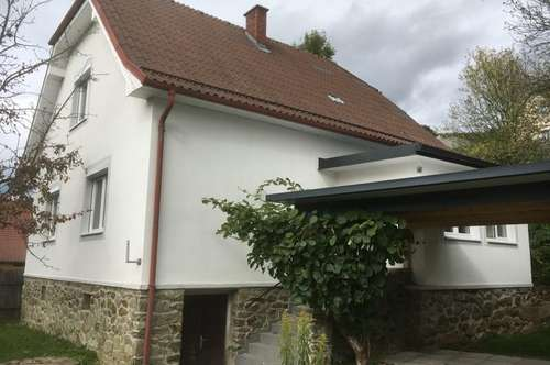 Nettes Einfamilienhaus mit Nebengebäude