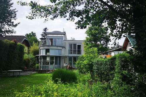 Exklusives Einfamilienhaus mit Dachterrasse und Wintergarten an der Grünlandgrenze