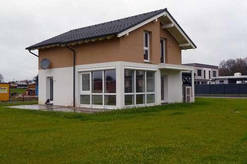 Bezugsfertiges Haus von Elk mit Doppelcarport