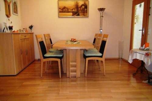4-Zimmer Wohnung mit Loggia und Auto-Stellplatz