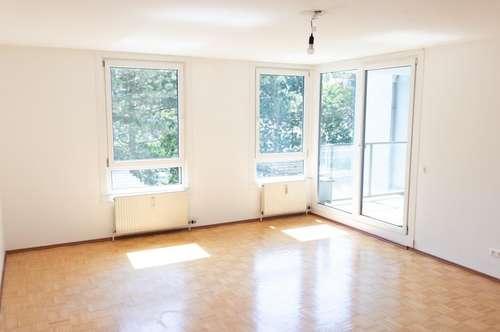 Großzügige 3 Zimmer Wohnung mit Balkon und grünem Innenhof