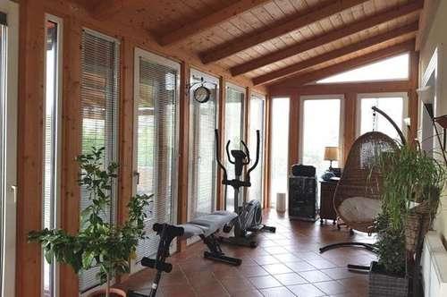 Einfamilienhaus mit Balkon + Carport
