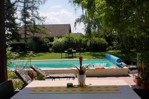 Parkähnlicher Garten mit Villa zum Wohnen und Arbeiten