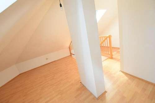 8010 Graz: Sonnige Dachgeschoss-Maisonette