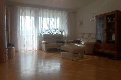 Gepflegte 2-Zimmer-Wohnung mit großem Balkon und Tiefgaragenplatz