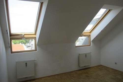 PROVISIONSFREI!! Gemütliche Dachgeschosswohnung - JAKOMINI - perfekt für Studenten