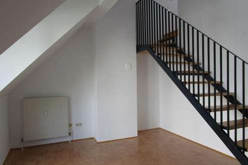Wohnen im Dachgeschoss mit Balkon!