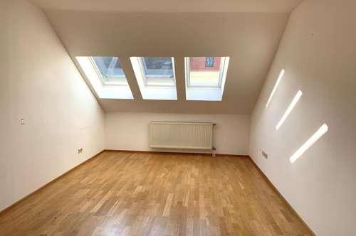 Helle DG-Wohnung 3-Zimmer! Villenviertel