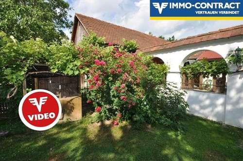 Gelebte Alleinlage im Innenhof - Auf einer sehr ruhigen Anhöhe - Ehemaliger schöner Hof - Kernsaniert und ausgebaut - Mit Wald und Gärten