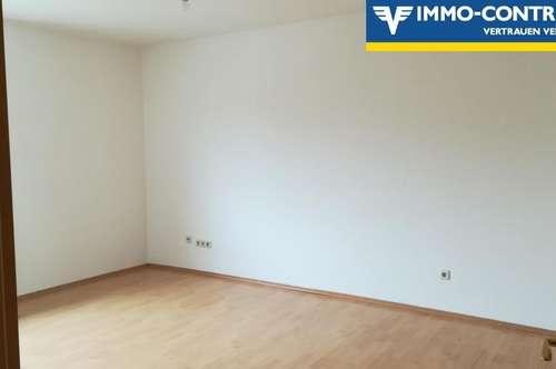 günstige, helle, mit einer Küche möblierte, 3 Zimmer Mietwohnung mit Balkon