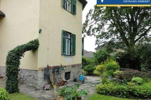 Wohnung in Stilvilla mit großem Gartenanteil