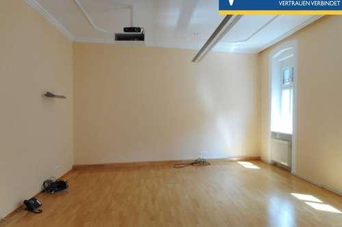 Sonnendurchflutete Wohnung mit möblierter Küche und einem großen Zimmer