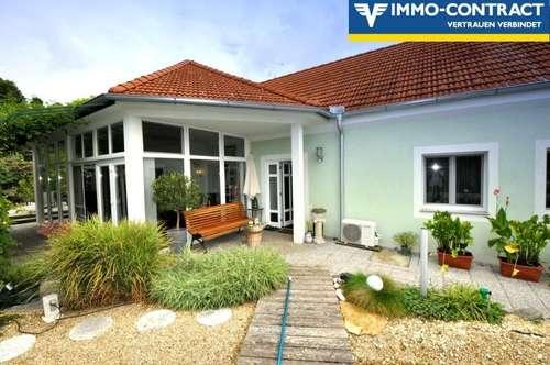 Traumhaft saniertes Landhaus mit Schwimmteich und paradiesischem Garten