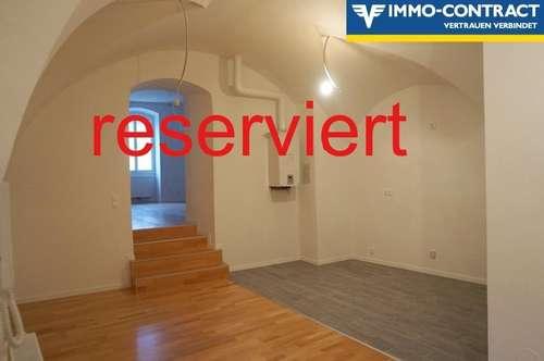 (Reserviert) Erstbezug nach Sanierung - Geniale Wohnung am Hauptplatz mit Zimmer in den Hof & Loggia. Generalsaniertes Stadthaus, Top 7.