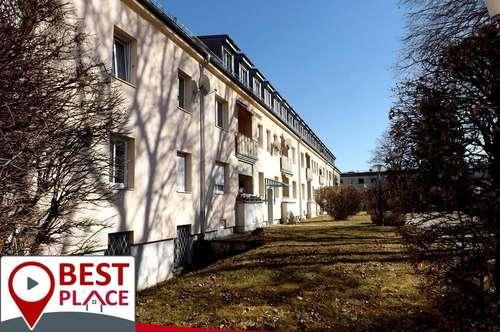 Günstige 3 Zimmer Altbau-DG Wohnung Reichenberger Straße