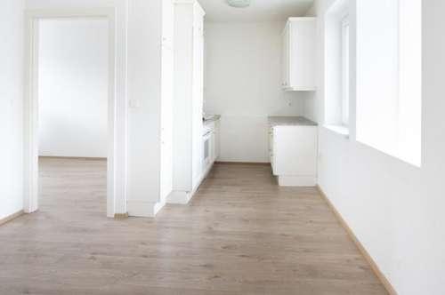 WG Wohnung mit 3 Zimmern und zentraler Küche