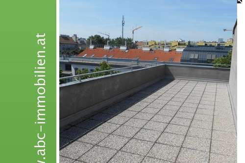Sonniges neu adaptiertes 2 Zimmer Dachgeschoß mit riesiger Terrasse