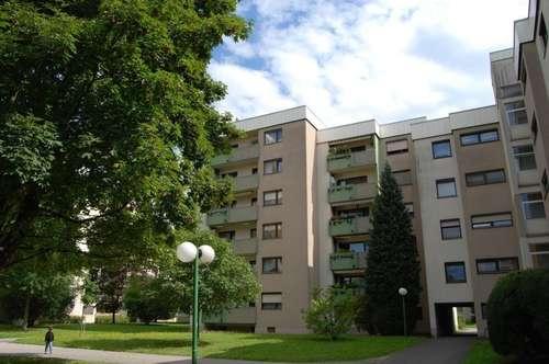 Leistbarer großzügiger Wohn(t)raum mit 2 Schlafzimmern u. großer Loggia in naturnaher Lage! Ausgewählte Nachbarschaft u. 1A Infrastruktur inkl.!