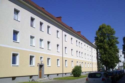 Preiswerte & hübsche Zweizimmerwohnung mit Küche & neuwertigem Bad in sonniger Lage- provisionsfrei!