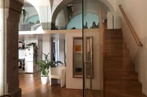 Traumhafte Galeriewohnung verbindet Moderne mit Altbaucharme! Das besondere Wohnerlebnis für Anspruchsvolle in zentraler Welser Lage! Provisionsfrei!