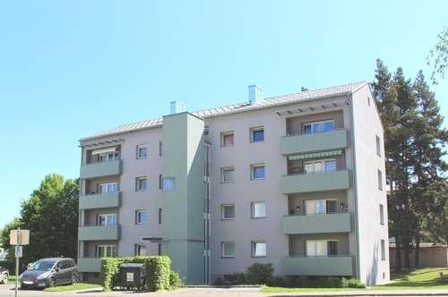 Provisionsfrei: Lichtdurchflutete, hübsche 3 Zimmerwohnung mit Balkon in sonniger, familienfreundlicher Siedlungslage