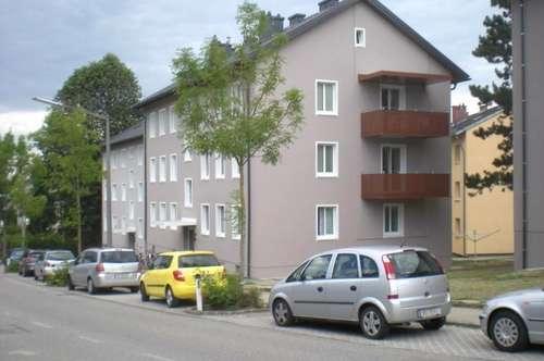 Leistbare 3-Raum-Wohnung mit Balkon: hier wird Wohnen zum Genuss! Ideal auch für Familien dank kinderfreundlicher Siedlungslage! Provisionsfrei!