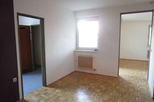 Einzigartige, lichtdurchflutete Wohnatmosphäre! 3-Raum-Wohnung mit Balkon neben der Burgruine Krems! Provisionsfrei!