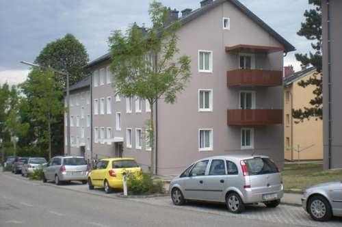 Urbaner Wohnflair in einer aufblühenden Kleinstadt! Zentraler 2-Raum-Wohn(t)raum in dennoch naturnaher Umgebung mit guter Infrastruktur! prov.frei