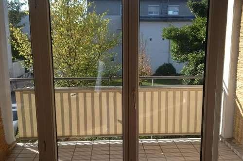 Preiswerte einzigartige Maisonetten-Wohnung in idyllischer Grünlage mit Balkon! Ideale Kombination für Stadt- und Naturliebhaber! Prov.frei!