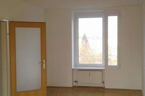 Heimkommen, abschalten, entspannen! Tolle 3-Zimmer-Wohnung mit Balkon ins Grüne lädt zum Relaxen ein! Top-Infrastruktur! Provisionsfrei!