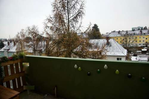 Entspanntes ruhiges Wohnen in ruhiger u. zentraler Lage mit denn. viel Grün u. Balkon! Hohes Wohlfühlpotential durch ausgewählte Nachbarschaft