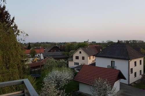 Preiswerter Wohn(t)raum mit Balkon in saniertem Haus, hohe Wohnqualität auch dank ausgewählter Nachbarschaft! Ruhige Grünlage - nah am Zentrum!