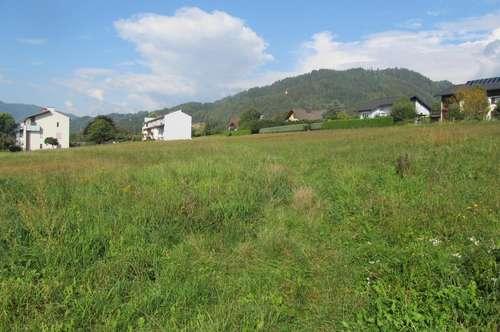 Aufgeschlossene Bauparzelle in wunderschöner Aussichtlage - absolut ruhig mit Ganztagessonne am grünen Ortsrand