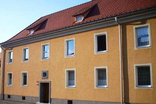 Provisionsfrei: Sonnige Zweizimmerwohnung mit neuem Bad in einem kleinen, zentrumsnahen  Wohnhaus