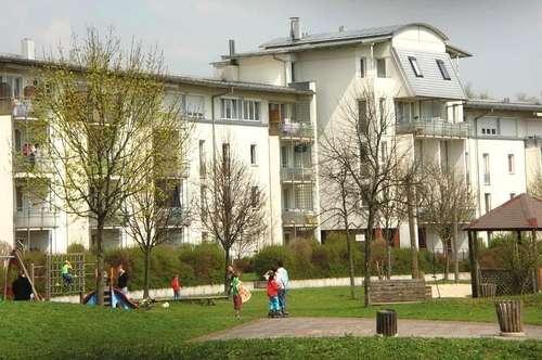 Familienwohn(t)raum in traumhafter Grünlage mit gemütlichem Balkon und perfekter Infrastruktur! Großzügige 3-Zimmer-Wohnung mit hohem Wohlfühlfaktor!